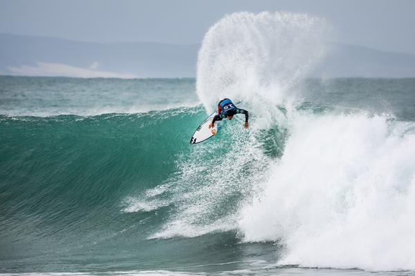 Italo Ferreira (RN) (Pierre Tostee / WSL via Getty Images)